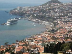 Utsikt ifrån bussen över Funchal